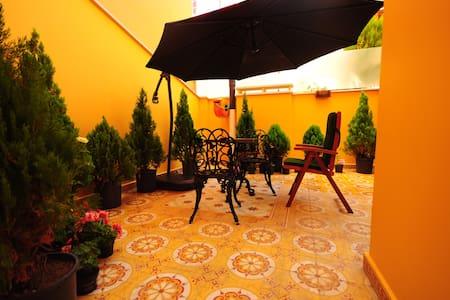 Taksim Gorgeous Garden Room - Beyoğlu - Apartment