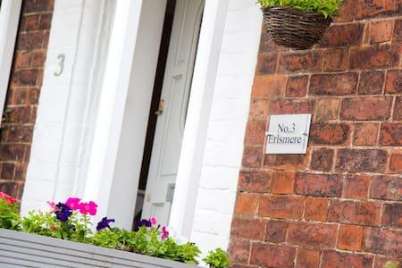 Delightful Mews Cottage. - Lytham Saint Annes - Townhouse