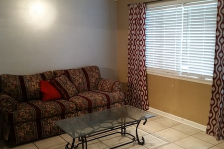 3bd in Friendly Neighborhood - Westwego - Bed & Breakfast