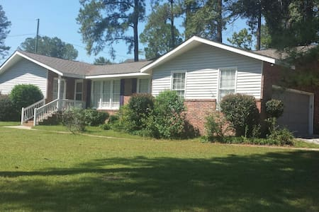 Nice 3 Bedrooms 2 bath 2 car garage close to Fort Jackson SC - Columbia - House