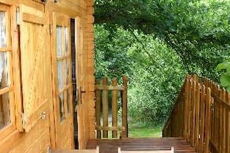LE SOJAPI  cabanes robin des bois 2 à 5 personnes - Saint-Ouen-des-Champs - Bed & Breakfast