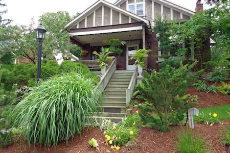 Elegant & Charming Century Home - Ház