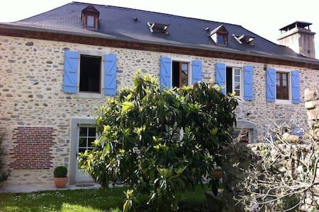 La Maison des Galets, les Pyrenées - Hus