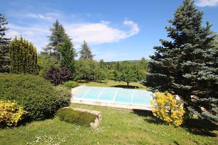 Annexe avec grand jardin, piscine et veranda - Vila