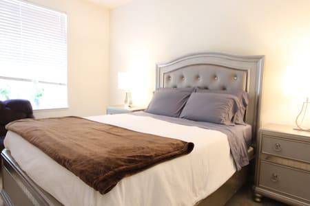 Venice suite with private bath, walk to ocean - Apartamento