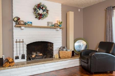 Comfortable, modern home w/ meals! - Casa