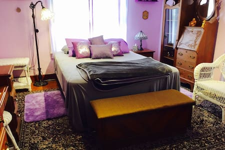 The Purple Room -- Sleeps 2 - HHC - Lawton