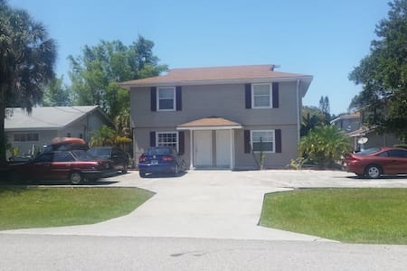 Clean  2 Bedroom  Apartment Close to all Beaches - Fort Myers Beach