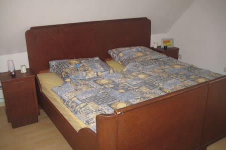 Schöne Zimmer im Drei-Franken-Eck an der A3 - Burghaslach