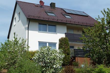 Gemütliche 4**** Sterne Ferienwohnung, ruhige Lage - Neuhaus an der Pegnitz - Selveierleilighet