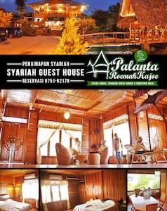 GUESTHOUSE Palanta Roemah Kajoe - Guesthouse