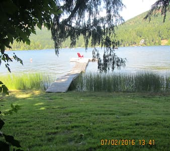 Lakeside Cottage with Private Dock - Shawnigan Lake - Blockhütte