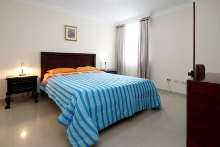 Double en suite with secure parking - Apartamento
