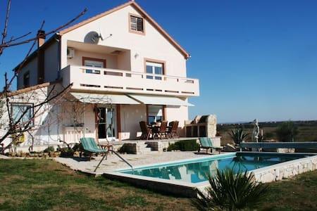 Tranquil Villa with pool & garden - Zemunik Donji - Villa