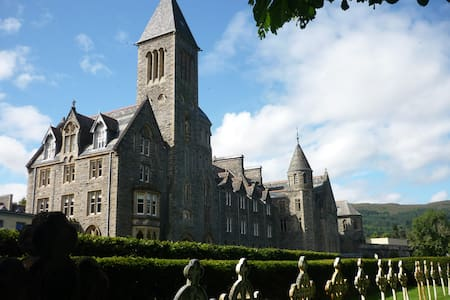 Glen Mor luxury apartment with wifi - St Benedicts Abbey
