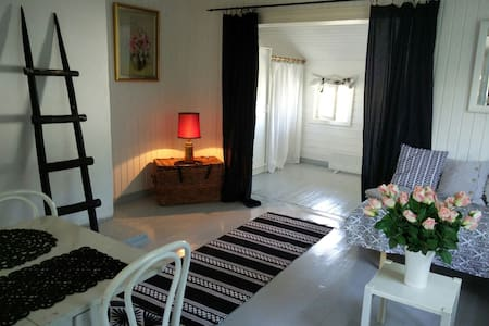 Lovely room in an old wooden house 4 persons - House