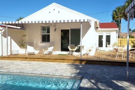 Bright 1940's Beach Cottage & Pool - Saint Augustine - House