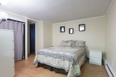 Studio apt w/private entrance - East Meadow - Apartment