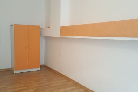 Nice room 150 meters away from the main station - Apartment