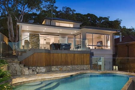 Luxury Waterfront Accommodation with Private Jetty - Oyster Bay