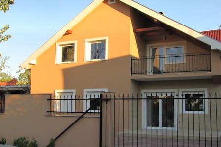 Adrio Apartments 70m from Balaton in Zamardi 3. - Appartement