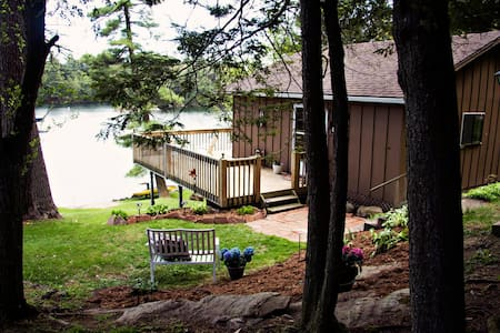 Smugglers Getaway - Leeds and the Thousand Islands - Bed & Breakfast