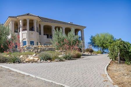 Luxurious Retreat at Paso Vineyard - Ház