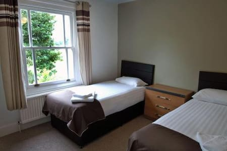 Double room - Duxford, Cambridge, M11 junction 10 - Duxford - Casa de hóspedes
