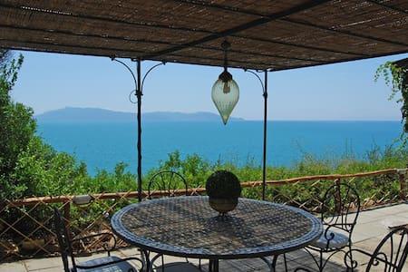 Apt. terrace overlooking the sea - Casa