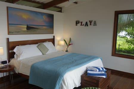 Sea Dreams Beach-Front Bungalow - Bocas del Toro Province - Bungalow