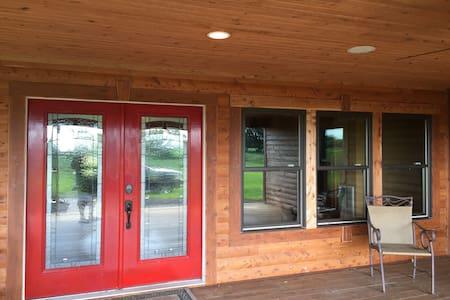 Southern Wynds Cabin - De Soto - Cabin