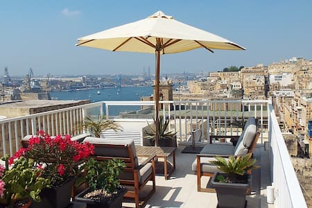 Beautiful Townhouse with harbour views - Valletta - Radhus