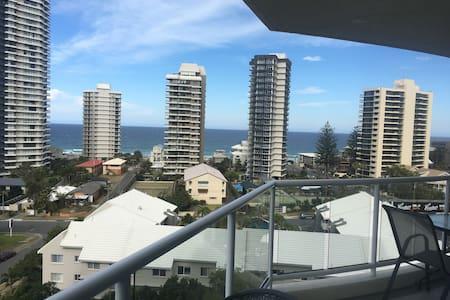 Main Beach apartment with ocean views - Main Beach - Appartamento