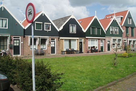 House in the center of Volendam - House
