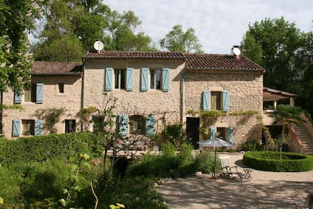 Lovely charming house on a large property. - Aussac - Rumah