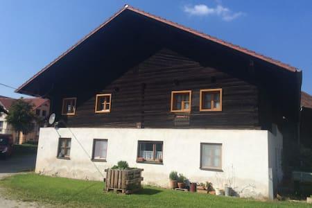 Zimmer in Bauernhaus mit Weiher am Waldrand - Casa