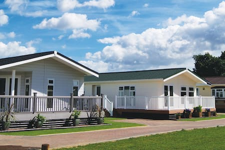 2 Bedroom Deluxe Lodge at Elm Farm - Thorpe-le-Soken