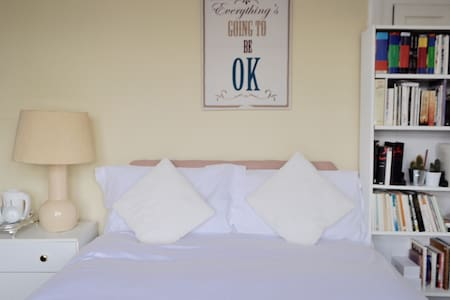 Cozi and charming double bedroom! - Wembley
