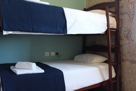 Hostel Casa do Pinheiro - Quarto 2 - Bed & Breakfast