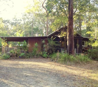 Rustic home in the gum trees - Woombah - Bed & Breakfast