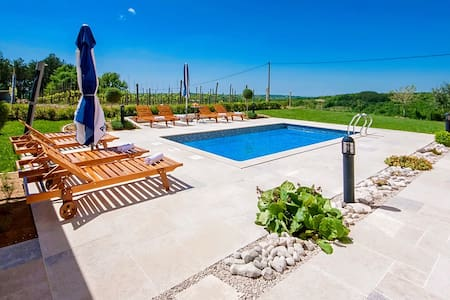 Spacious property Selar with Pool - Motovunski Novaki