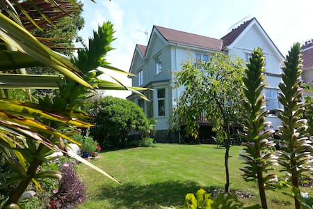 Rooms(4people) set in beautiful townhouse & garden - Falmouth - Bed & Breakfast