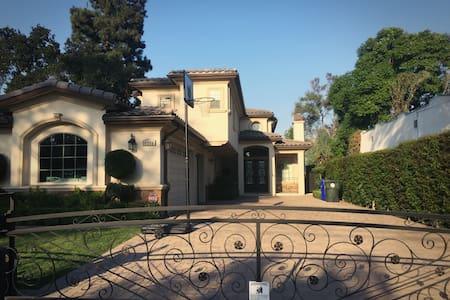 圣盖博市豪华别墅,舒适干净的独立套房2分租,欢迎旅游商务人士入住 - San Gabriel