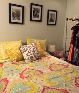 Cozy Convenience - Bedroom in Bloomingdale House - Washington - Apartment