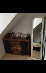 Privates Zimmer in 2er WG im Zenrutm - Wolfsburg - Apartment