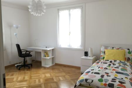 Morges, chambre neuve dans le centre, +2 - Morges - Apartment