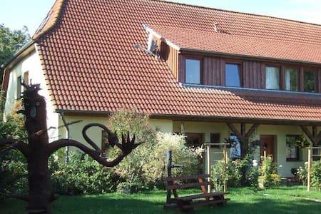 Five Oaks 'Die Grüne Wohnung' - Hohenkirchen - Apartament