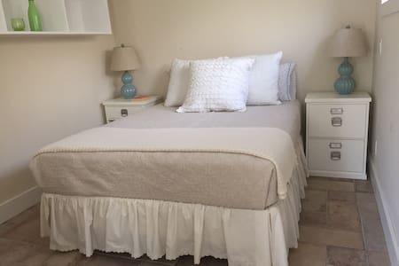 Beautiful, quiet, clean + spacious - Sag Harbor - Apartment