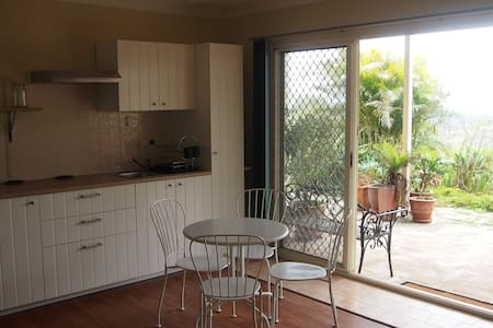 Lockyer View Apartment - Blue Mountain Heights - Appartement