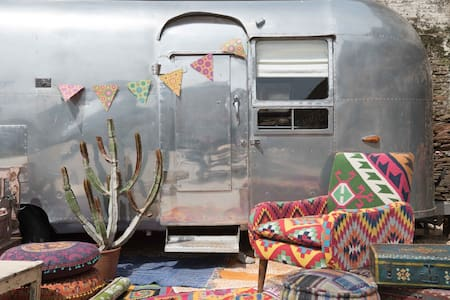 Vintage Airstream Caravan & Hot Tub In Devon - Chillington